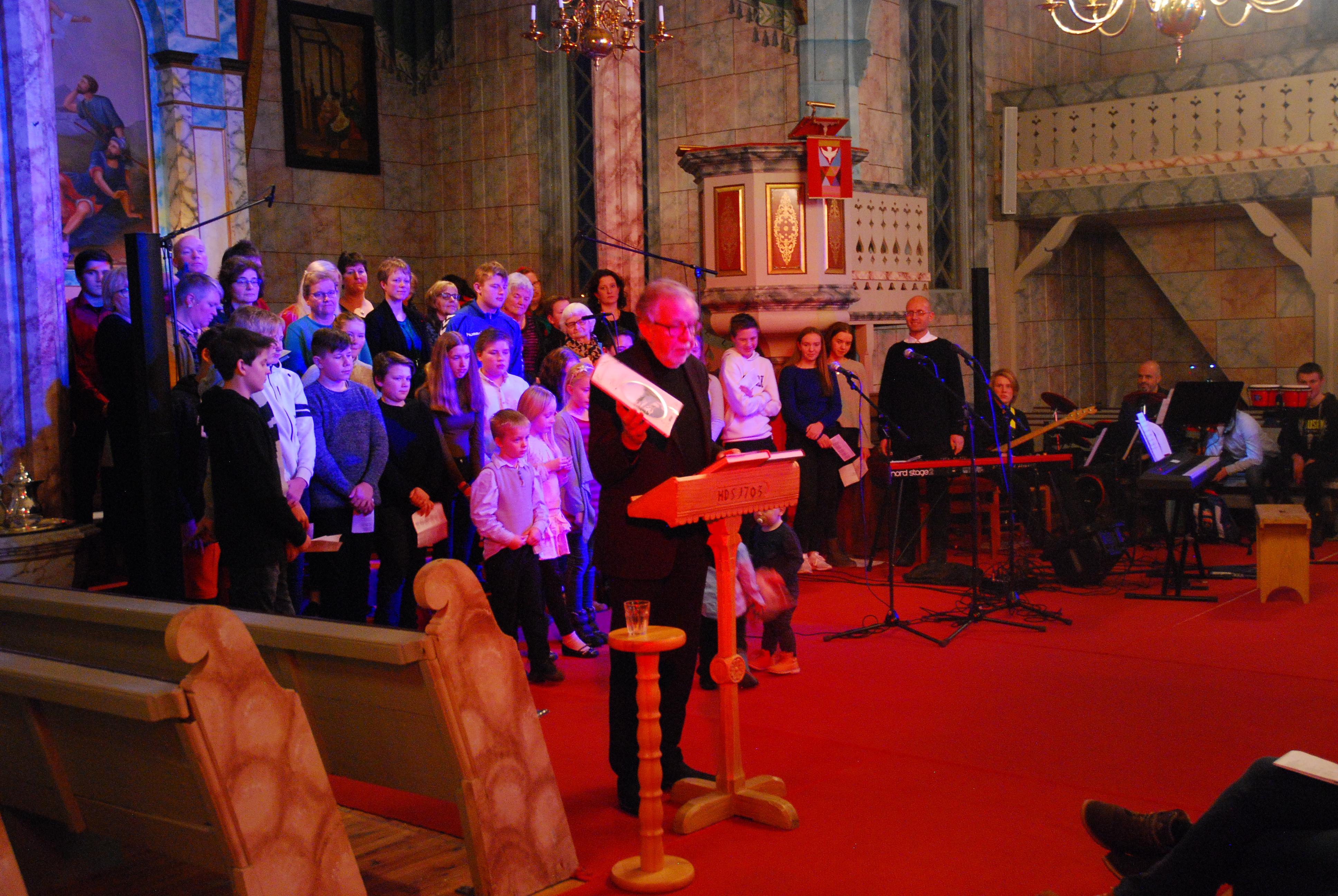 Konsert med Oddgeir Bruaset i Os kirke i desembe
